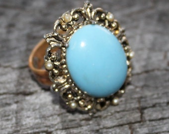 Vintage Ring with Turquoise Stone and Pearl Accents