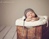 Newborn Photo Props Au Naturelle Collection Organic Bonnet in charcoal/grey