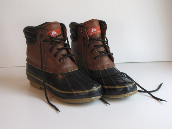 Vintage Women's Size 7 Navy and Brown Duck Boots / Rain Boots