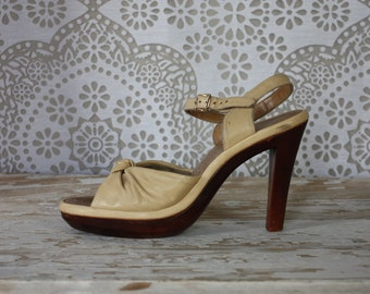 Vintage 1970's Penaljo Cream Leather Sandals Pumps Heels with Faux Wood Heel 6.5 M