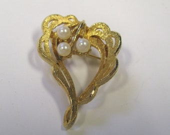 Vintage White Faux Pearl Gold tone Heart Brooch