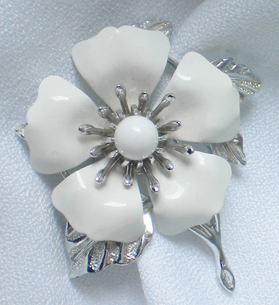 Sarah Coventry Brooch White Flower Magnolia