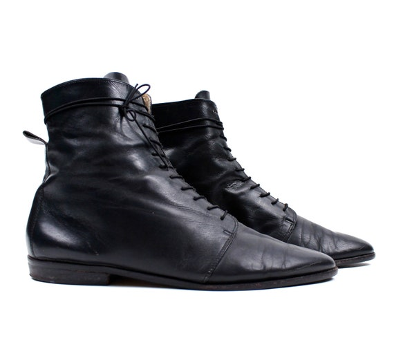 Gorgeous Black Leather Boots / Womens size 10 / Lace up Ankle  / vintage shoes