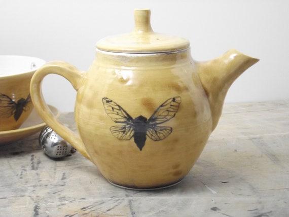 20 oz. Porcelain Amber Cicada Teapot