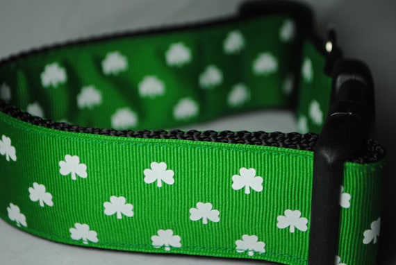"Shamrocks White and Green - Adjustable 1 1/2"" Wide Dog Collar"