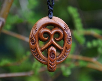 Handcarved bone Maori face (Mata) -engraved & naturally stained