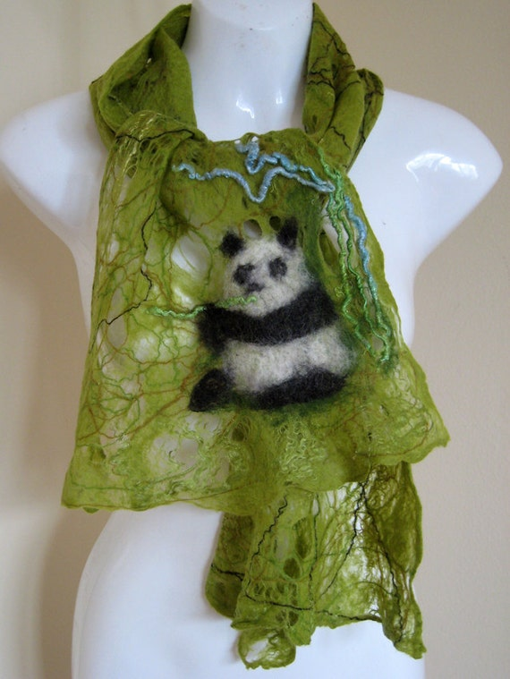 Felted scarf merino wool green, white and black - The Singing Panda