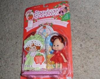 1991 Strawberry Shortcake berry sweet sleepover still in box