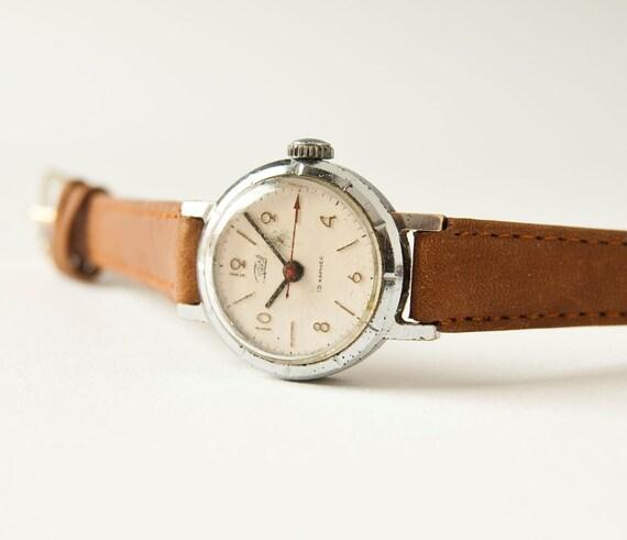 Mechanical wristwatch Zarja, ladies watch, silver, sandy colors, USSR