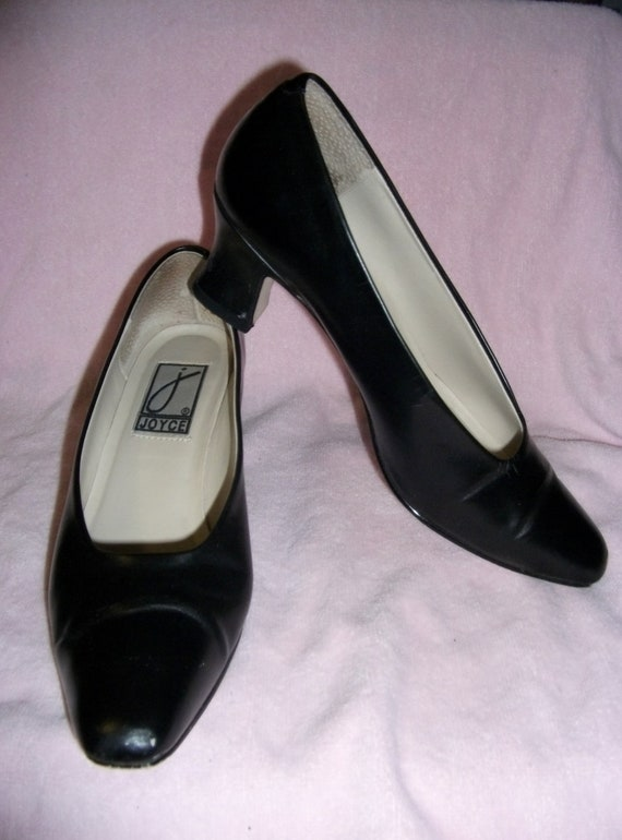 Vintage Ladies Black Pumps by Joyce with 2 1/2 Inch Heels Size 7 Only 8 USD