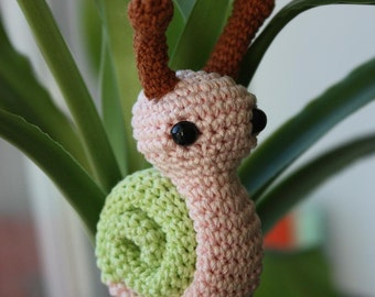 PATTERN - Tiny Snail - Snail Crochet Amigurumi PDF Tutorial - Instant Download - Printable - In English, in French