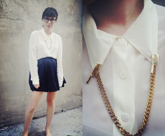 The Butcher Widow's Blouse With Collar Tip Chain