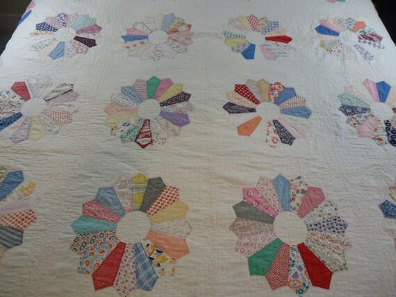 Vintage Dresden Plate quilt handmade