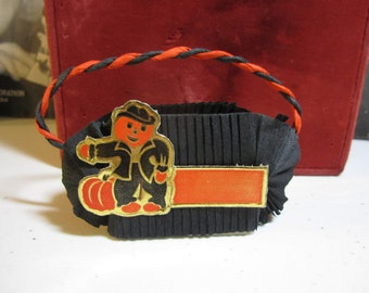 Vintage 1950's black Crepe Paper Halloween Nut cup with die cut jack o lantern head scarecrow and pumpkin unused