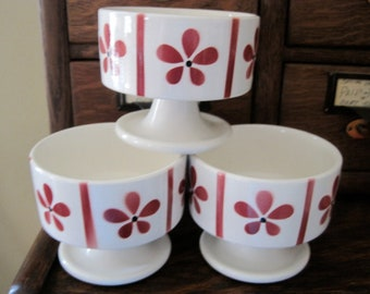 Cute Vintage White & Barn Red Daisy Ice Cream Bowls, Set of 3