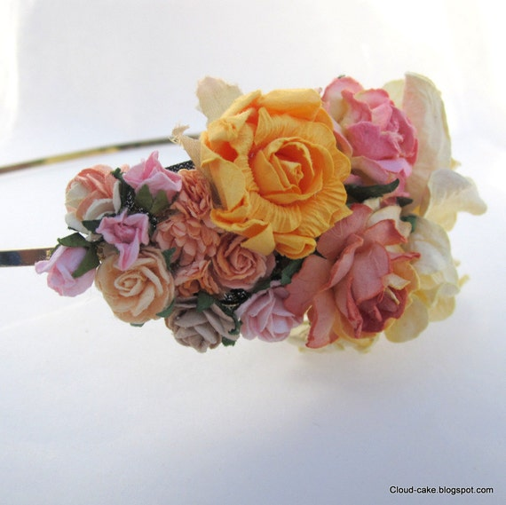 Flower Fascinator. Bridal hair accessories, wedding headpiece, woodland flower, bridal hair flower, rustic wedding