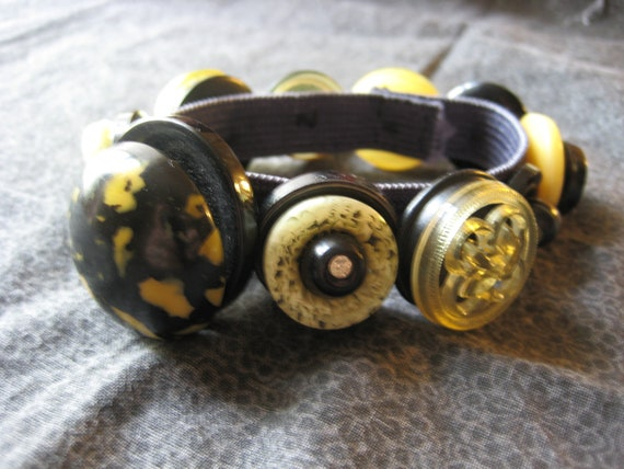 Button Jewelry - button bracelet made with vintage buttons in black and yellow