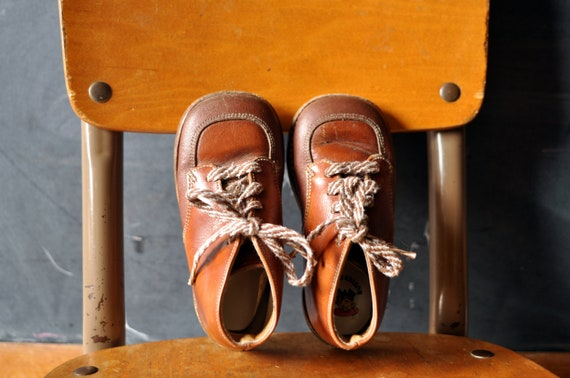 brown two tone leather Buster brown shoes,  great shape, dapper, awesome vintage toddler shoes