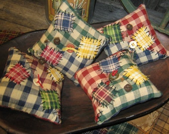 Primitive Set of 4 Ornies Bowl Fillers Tucks HOMESPUN Pillow Quilt handstitched Patchwork Ornament Christmas Everyday Fall