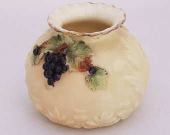 Vintage/Antique Royal Ivory Porcelain Vase, Stoke on Trent, 1905-1924s, UK Seller