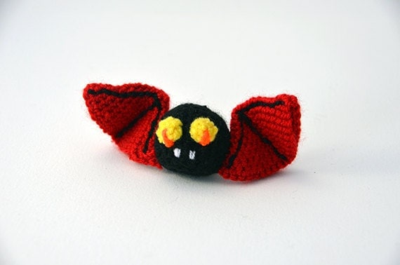 Vlad the Bat - Amigurumi - Halloween decoration - CROCHET PATTERN No.52