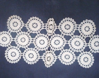 Fantastic Vintage Hand  CROCHET LACE RUNNER - Long  Runner -  Perfect for a Dinning Room Table 00   Decorate - Table - Buffet - Dresser