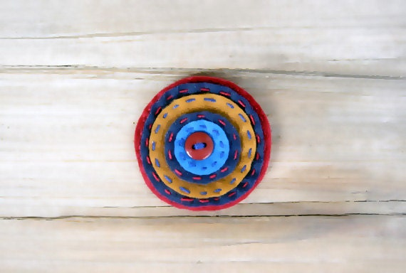 Circle felt broch