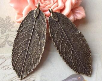 19 x 47 mm Antique Bronze Big Leaf Charm Pendant (.atu)