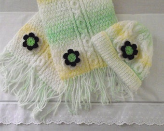 hand knitted   pretty  scarf and hat  baby / reborn