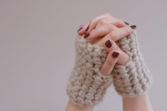 Oatmeal Chunky Crochet Wrist Warmers - fingerless gloves in Oatmeal