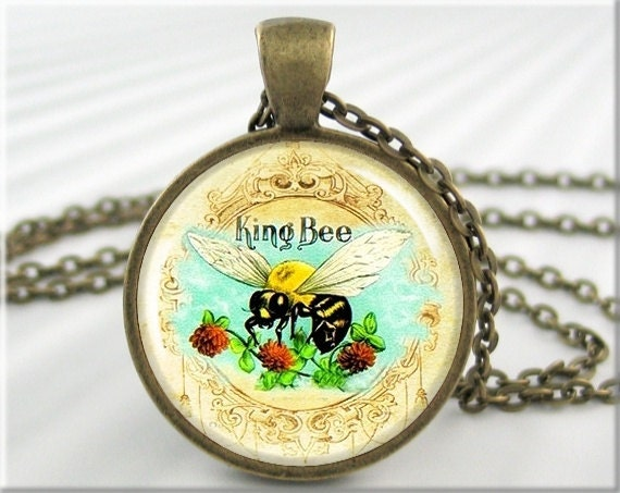 Honey Bee Pendant Jewelry Vintage Cigar Box Ad Necklace Picture Charm (166RB)