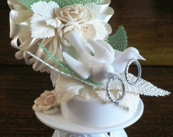 vintage wedding  ... DOVES WEDDING Cake Topper in original box ... vintage wedding