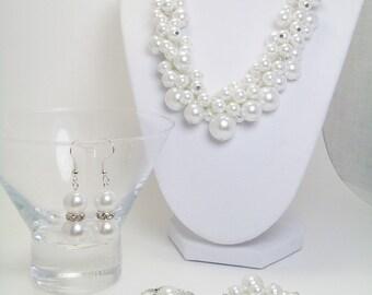 White Pearl Jewelry Set, Chunky Jewelry, Custom Bridal Jewelry, White Bridal Jewelry Set, White Pearl Cluster Necklace, Chunky Bracelet