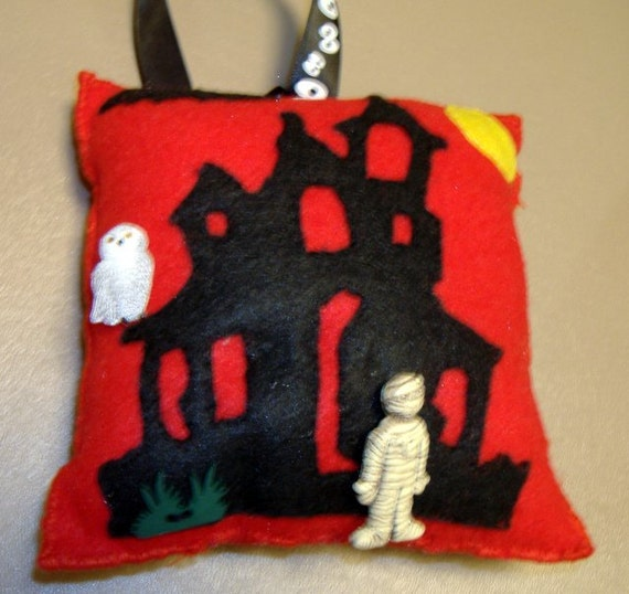 Haunted House on Red Felt Halloween Ornament Package Decoration