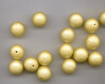 24 very cool vintage lucite beads -lemon yellow with sparkles -14 mm rounds
