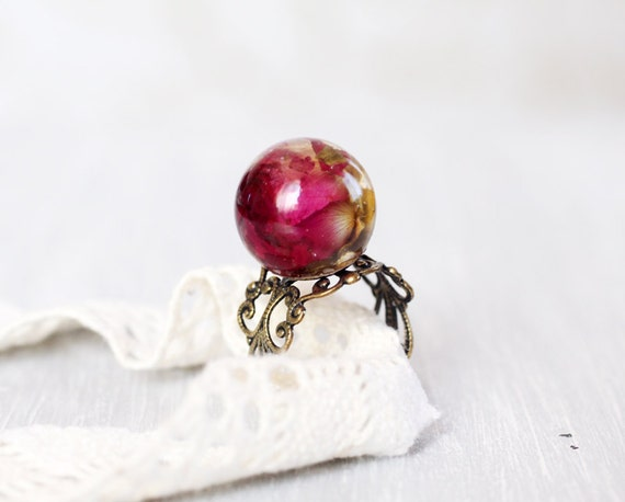 Globe resin ring real flower - Red rose in a glass bowl - Glass Dome Ring - Pressed Flower Jewelry