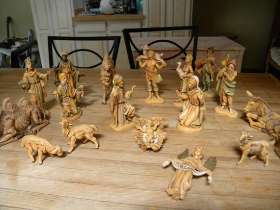 Just Reduced Vintage Fontanini Depose, Italy Nativity Figurines 19pc Set