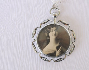 1920s Art Deco / Flapper / double sided locket // POISED