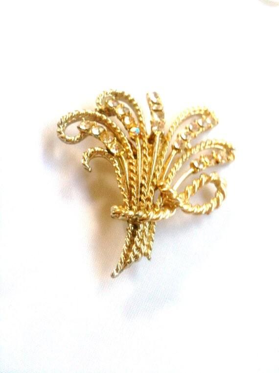 Gold Rhinestone Flower Brooch 1950s Vintage Jewelry