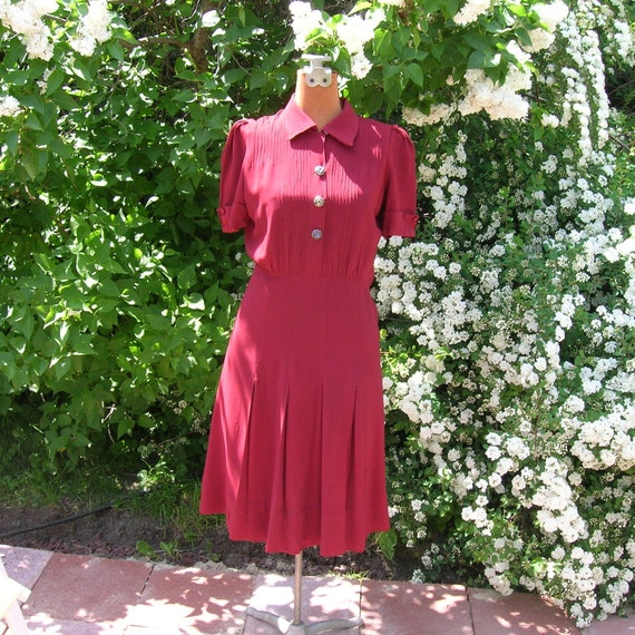 Vintage 1940s Red Dress Classic 40's Day Dress Cranberry Rayon Pebble Crepe Jersey Removeable Buttons WW2 Patriotic Colors Petite
