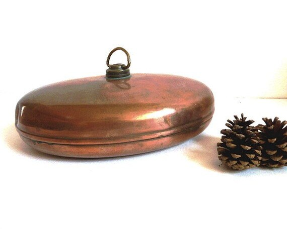 French vintage copper bed warmer. Hot water bottle . Antique brass .Kitchen decor.French country.Rustic .Primitive