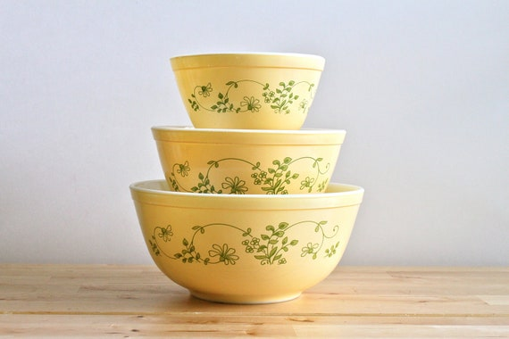 "Yellow Pyrex Mixing Bowls - ""Shenandoah"" or ""Wintergreen"" Pattern - Pale Yellow with Green Spring Floral Decoration (Set of 3)"