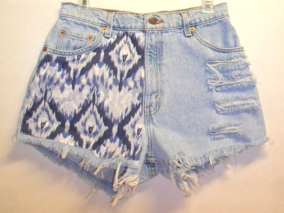 Vintage Levis High Waist Denim Shorts IKAT Print   Waist 29 inch