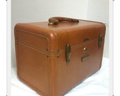 Tan Samsonite Streamlite Traincase with key