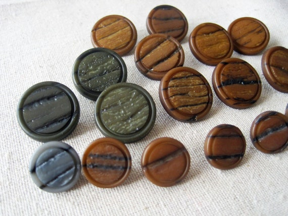 Set of 19 faux wood grain shank buttons
