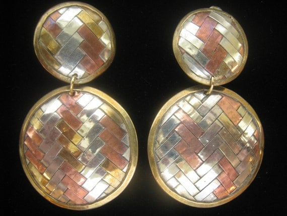 SALE Vtg Large Mixed Metal Woven Dangle/Drop Earrings have strips of Brass, Copper, and Silver woven in Herringbone Pattern