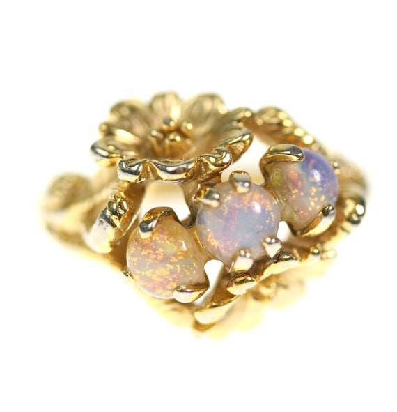 1960s / 1970s Gold Daisy Ring with Opals, size 6