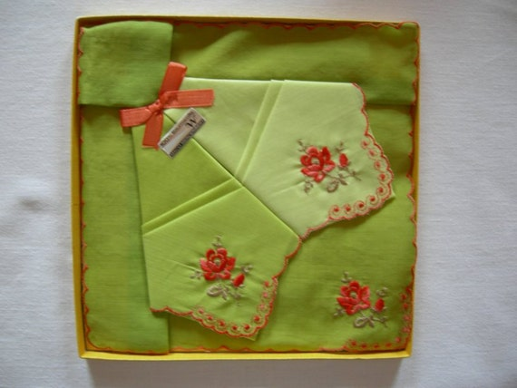 Set of 3 new unused German vintage green Cotton Handkerchiefs with roses 60ies granny style oldfashioned