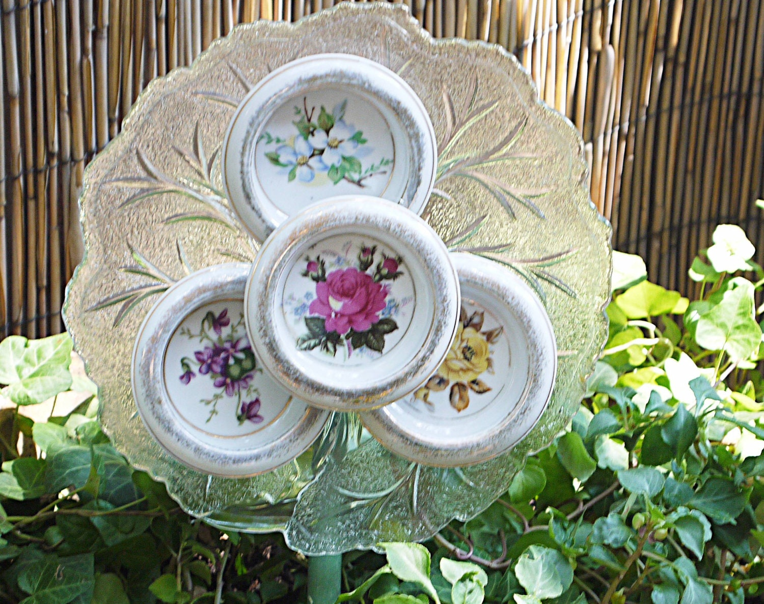 Vintage glass garden plate flower garden yard art by for Antique decoration
