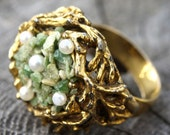 Birds Nest Adjustable Cocktail Ring Faux Pearl Eggs Green Chips Gold Tone Vintage